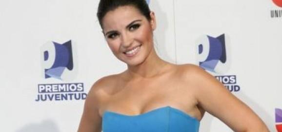 +Fotos: Maite Perroni no Blue Carpet dos Premios Juventud '11
