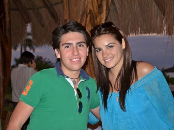 Maite Perroni tira foto com fã em Cancún na virada de ano