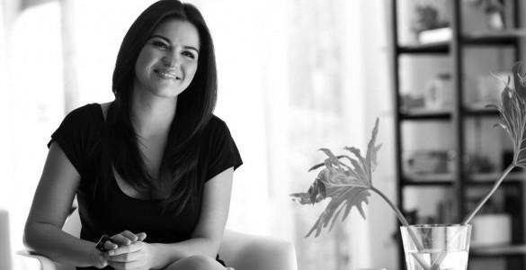 Vídeo: Maite Perroni gravando promocionais de Todo es Mejor en Familia