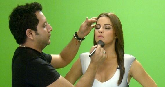 Maite Perroni na gravação do comercial para Univision Tlnovelas