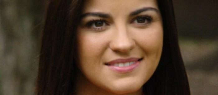 Maite Perroni faz vídeo nos backstages de 'Cachito de Cielo'