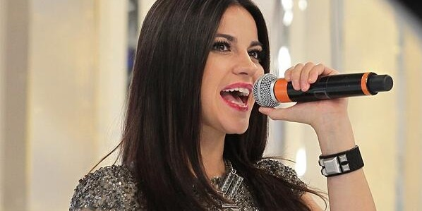"Maite Perroni participa do ""Domingo Legal"" e causa alvoroço no SBT"
