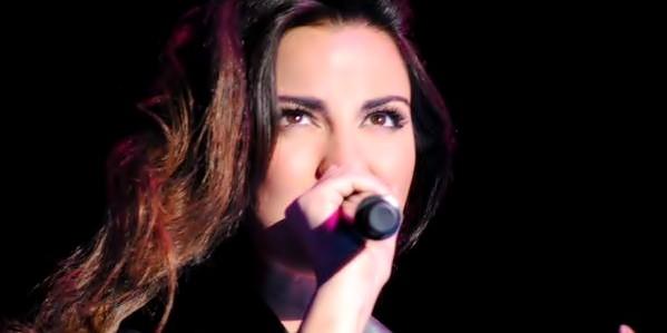 Vídeos&Fotos: Maite Perroni se apresentando no evento 'Con Todo Amor'