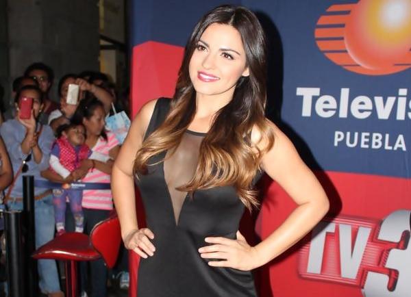 Maite Perroni deslumbrante durante sua visita à Puebla