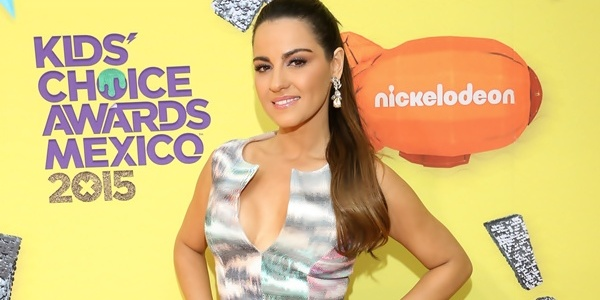 Vídeos&Fotos: Maite Perroni no Kids Choice Awards México 2015