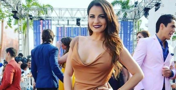Maite Perroni fala sobre as críticas que recebeu por seu vestido no Prêmios TVyNovelas
