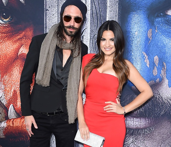 Maite Perroni e Koko Stambuk esbanjam amor pelo tapete vermelho