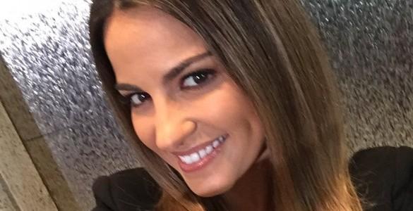 Vídeo: Maite Perroni em live chat da revista Caras Brasil