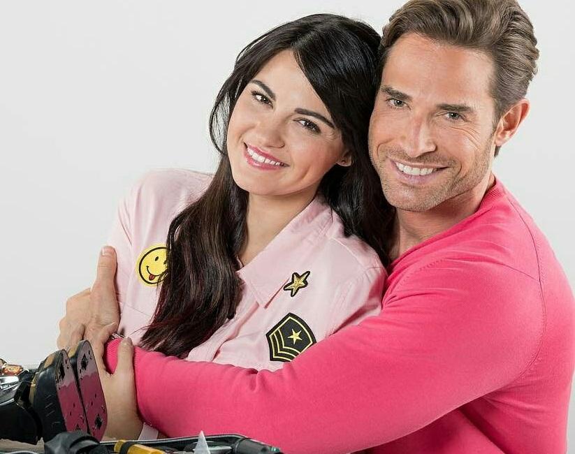 Maite Perroni e Sebastian Rulli gravam promocionais de 'Papá a Toda Madre' (Hoy)