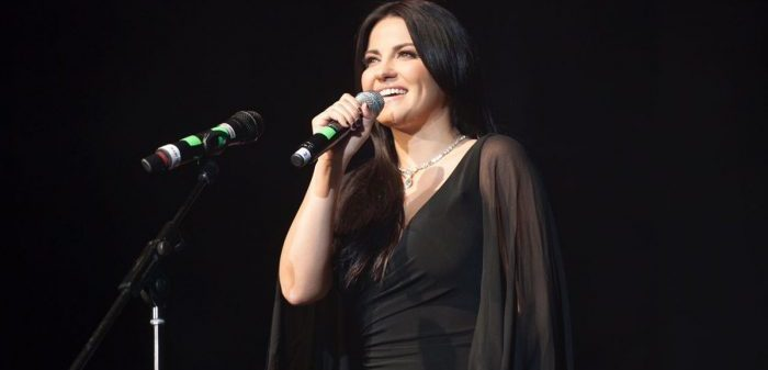 Maite Perroni convidada especial da banda 'Sonora Santanera'