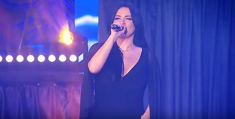 Ouça 'Bésame Por Favor' parceria de Maite Perroni com a banda Sonora Santanera